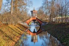 Dwarsbrug, Alexander Park in Tsarskoye Selo royalty-vrije stock afbeeldingen