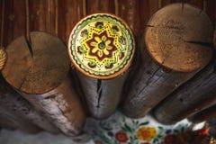 Dwarsdoorsnede van het hout, brandhoutstapel voor de achtergrond Heel wat brandhout Natuurlijke houten decorachtergrond stock afbeelding