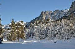 Dwarsland die in de Marcadau-vallei ski?en Stock Foto