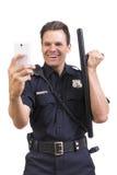 Dwaze cop die selfie met knuppel nemen Stock Fotografie