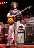 Dweezil Zappa exécute de concert images stock