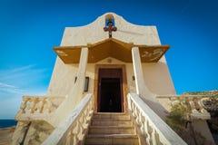 Dwejra, piccola chiesa cattolica Immagine Stock Libera da Diritti