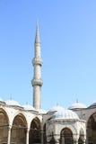 Dwell и минарет мечети Ahmed султана в Стамбуле стоковые фотографии rf