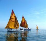 dwie łodzie zostały odbudowane zdjęcia royalty free