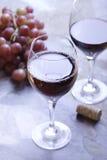 dwie czerwone wino szkła obrazy stock
