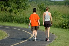 dwie kobiety chodzącej Fotografia Stock