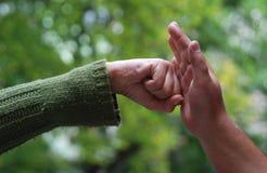 dwie ręce Zdjęcia Royalty Free