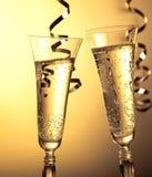 dwie szklanki szampana Symbol nowego roku lub bożych narodzeń świętowanie obraz royalty free