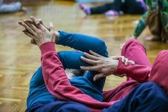 dwie tancerki conact ręki Fotografia Stock