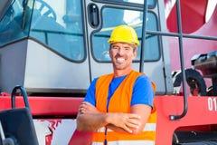 Dźwigowego operatora stać dumny na firma jardzie Obrazy Royalty Free