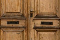 Dwoiści drzwi z poczta szczeliną Fotografia Stock