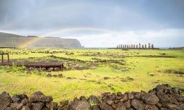 Dwoista tęcza na panoramicznym widoku Ahu Tongariki - Wielkanocna wyspa Zdjęcia Stock