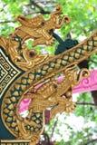 Dwoista złota zielonego smoka statua w Tajlandzkiej świątyni Zdjęcie Stock