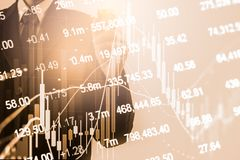 Dwoistego ujawnienia biznesmen i wykresu kostium rynku papierów wartościowych lub rynków walutowych Obraz Stock