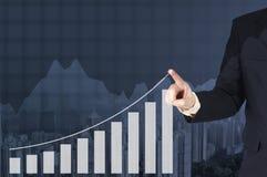 Dwoistego ujawnienia biznesmena ręka dotyka wirtualnego panel growt Obraz Stock