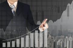 Dwoistego ujawnienia biznesmena ręka dotyka wirtualnego panel growt Obrazy Stock