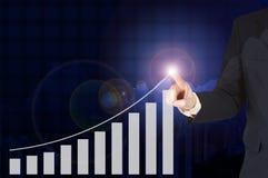 Dwoistego ujawnienia biznesmena ręka dotyka wirtualnego panel growt Zdjęcie Stock