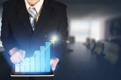 Dwoistego ujawnienia biznesmena ręka dotyka wirtualnego panel growt Zdjęcie Royalty Free