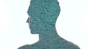 Dwoistego ujawnienia tajemniczy m??czyzna i raindrops spada w wodzie zbiory