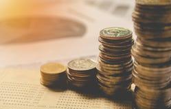 Dwoistego ujawnienia zapasu pieniężni wskaźniki z sterty monetą Obrazy Royalty Free