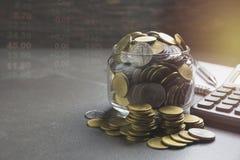 Dwoistego ujawnienia zapasu pieniężni wskaźniki z sterty monetą Obraz Royalty Free