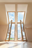 Dwoisty balkonowy okno w attyku Zdjęcia Royalty Free