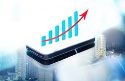 Dwoisty exposé biznesowy wykres na mądrze telefonie fotografia stock