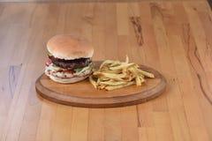 Dwoisty hamburger Fotografia Royalty Free