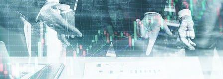 Dwoisty ujawnienie fachowy handlowiec Akcyjne ?wieczki wykresu zapasu rynek ilustracja wektor