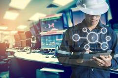 Dwoisty ujawnienie inżyniera lub technika mężczyzna z biznesowym ind obrazy stock