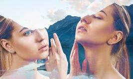 Dwoisty ujawnienie młodej kobiety i natury krajobraz zdjęcia stock