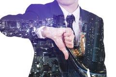 Dwoisty ujawnienie pokazuje kciuki biznesowy mężczyzna zestrzela gesta agai Fotografia Stock