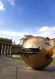 Dworski jard w Watykan Rzeźbi kula ziemska jarda na Wrześniu 20 w sądzie, 2010 w Watykan, Rzym, Włochy Obraz Stock