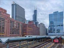 Dworzec w Chicago z widokiem punktów zwrotnych budynki góruje Śródmieście, Zachodni pętli sąsiedztwo transport miejski obraz stock