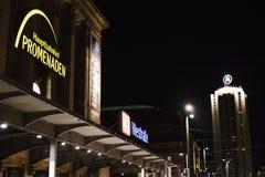 Dworzec w Leipzig i niedalekim drapacz chmur zdjęcia royalty free