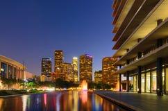 DWP-Gebäude mit den Los- Angelesskylinen im Abstand lizenzfreie stockbilder