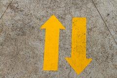 Dwudrogowy ruchu drogowego znak obraz stock