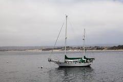 dwumasztowa Drewniana żaglówka Cumująca Pocieszać Monterey Kalifornia Obraz Royalty Free