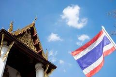 Dwuokapowa drewniana tajlandzka świątynia zdjęcia stock