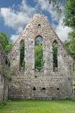 Dwuokapowa końcówka zniszczony monasteru kościół Obrazy Royalty Free