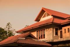 dwuokapowy dach tropikalny dom Zdjęcia Royalty Free