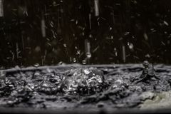 Dyfundowanie woda od deszczu robi kształtowi unexplainable Ale piękno natura fotografia royalty free