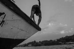 Dyk huvud först, sjö Kivu, Kibuye, Rwanda royaltyfri fotografi