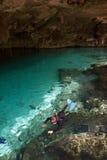 Dyka i en cenote, Mexico Fotografering för Bildbyråer