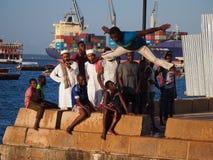 Dyka in i havet i Zanzibar Arkivfoton