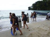 Dykapparatdykning i Cahuita Costa Rica Royaltyfri Bild