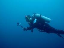 Dykapparatdykning i skeppsbrott royaltyfri fotografi