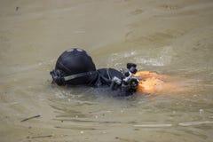 Dykare i dykningdräkt och maskering 2 Royaltyfri Bild