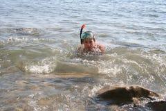 Dykare nära kusten royaltyfria foton