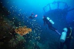 Dykare och marin- skeppsbrott Arkivbilder